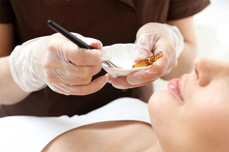 Kwas salicylowy – skuteczna walka z trądzikiem