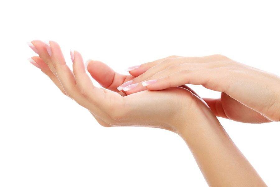 Białe plamki na paznokciach - co mogą oznaczać?