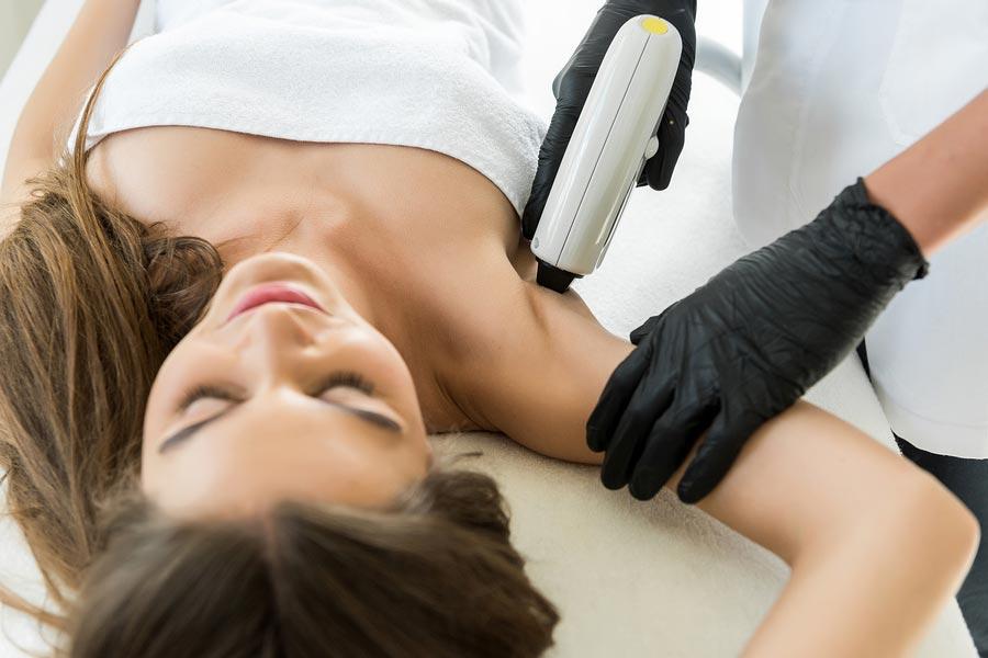 Laserowe usuwanie owłosienia – skuteczna i trwała metoda