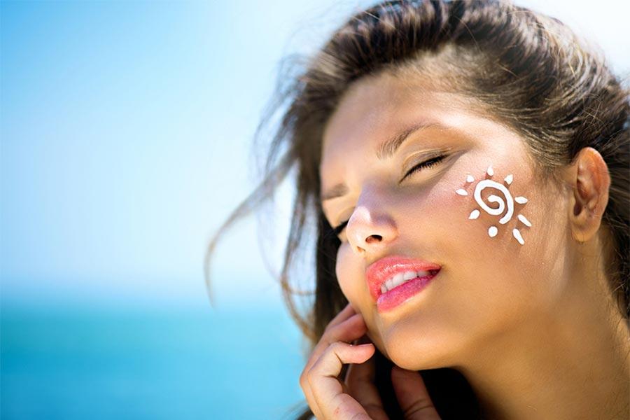 Fotostarzenie skóry - przyczyny, objawy, leczenie