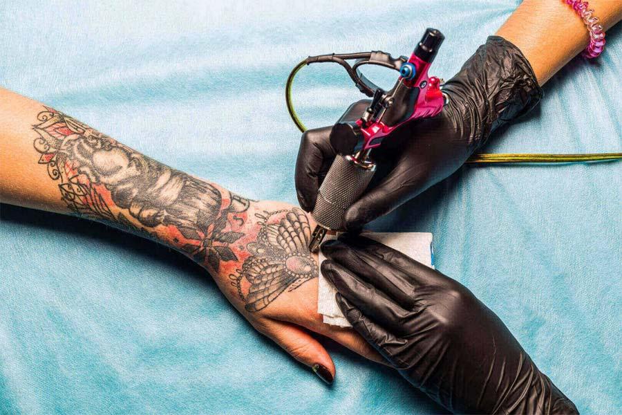 Tatuaż - kiedy najlepiej go wykonać?