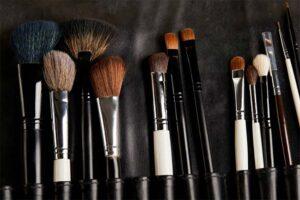 Pędzle do makijażu – jak o nie dbać?
