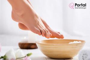 Nadmierna potliwość stóp - przyczyny i leczenie