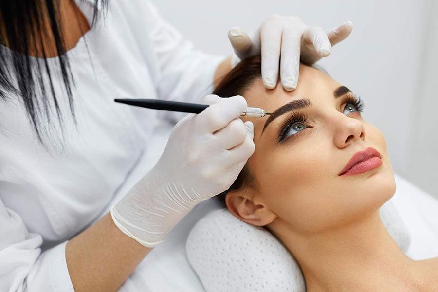 Wszystko, co warto wiedzieć przed zapisaniem się na kurs makijażu permanentnego