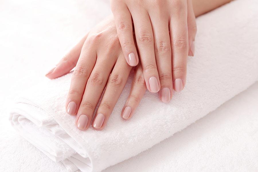 Jak wzmocnić miękkie paznokcie?