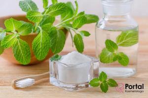 Naturalna pasta do zębów - jak zrobić?